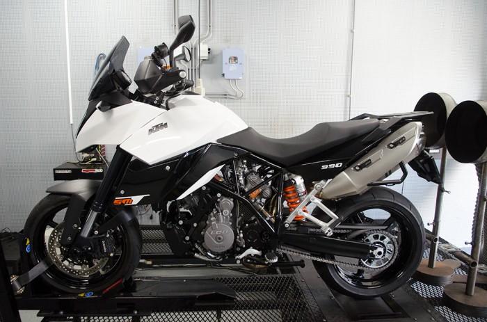KTM 990 SMT op Dynojet testbank